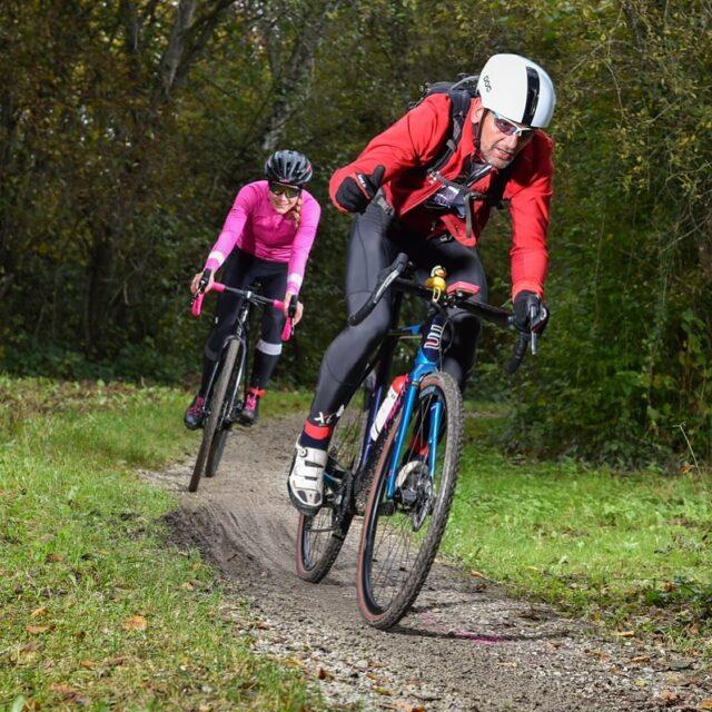 Mach dich bereit für gute Neuigkeiten! 🧡 Get ready for some good news! 💙 📸: @alphafoto.swiss #gravelracing #gravellove #gravelcycling #gravelgrinder #gravellife #cycling #cyclinglife #cyclinglifestyle #bern #allianz #allianzversicherung
