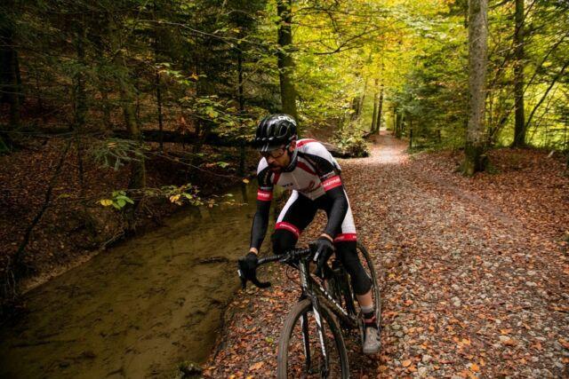 #fastandfurious  @nicolarohrbach auf dem Weg zu seinem Sieg am Gravel Race Bern 2020!  📸: @buchlifotografie  #gravel #gravelracing #gravellove #gravelcycling #gravelgrinder #gravellife #unpavedapproved #cycling #cyclinglife #cyclinglifestyle #bern #allianz #allianzversicherung