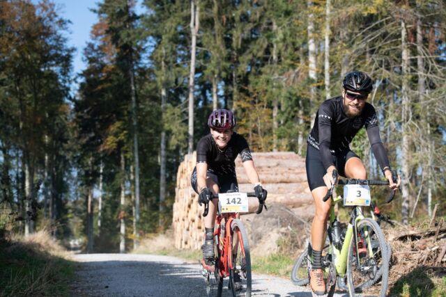 Its all about an unforgettable experience together. 🥰 📸: @buchlifotografie  #gravel #gravelracing #gravellove #gravelcycling #gravelgrinder #gravellife #unpavedapproved #cycling #cyclinglife #cyclinglifestyle #bern #allianz #allianzversicherung