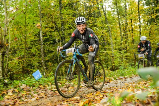 Gravel is so much fun! 😁✌️ 📸: @alphafoto.swiss  #gravel #mountainbike #gravelracing #gravellove #gravelcycling #gravelgrinder #gravellife #unpavedapproved #cycling #cyclinglife #cyclinglifestyle #bern #allianz #allianzversicherung
