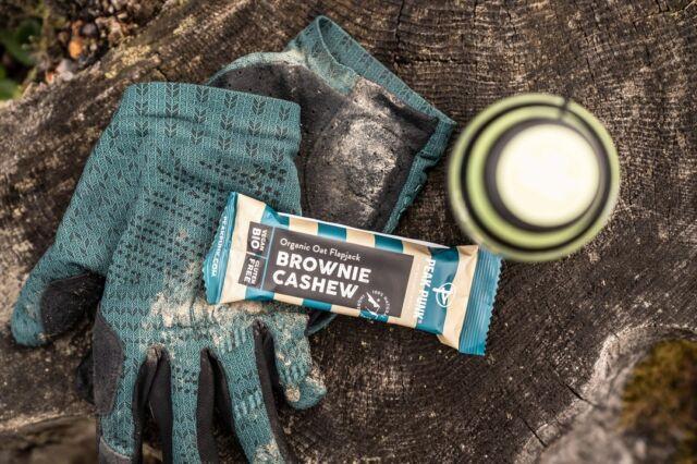 Wir freuen uns, @peakpunk_official als neuen Sportfood-Partner präsentieren zu dürfen:  100% Nature, 0.00% Bullshit!  ▶️ Mehr Infos auf unserer Website.  #peakpunk #sportfood #allnatural #organic #vegan #glutenfree #mateenergy #swissbrand #nobullshitinside #gravel #mountainbike #gravelracing #gravellove #gravelcycling #gravelgrinder #gravellife #unpavedapproved #cycling #cyclinglife #cyclinglifestyle #bern #allianz #allianzversicherung