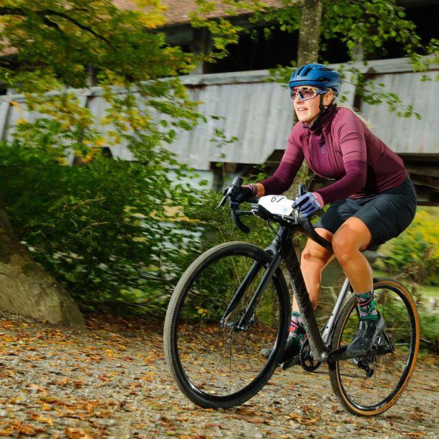 Bist du oder dein Kind noch nicht auf der Startliste?  Dann nichts wie los! Denn der reguläre Anmeldeschluss, ohne Nachmeldegebühr, ist am Sonntagabend, 10. Oktober, 23:59. Link in unserer Bio! 📸: @alphafoto.swiss / @radsportphotonet  #gravel #mountainbike #gravelracing #gravellove #gravelcycling #gravelgrinder #gravellife #unpavedapproved #cycling #cyclinglife #cyclinglifestyle #bern #allianz #allianzversicherung