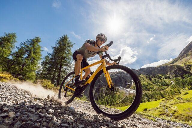 Bist du auf der Suche nach deinem Traum-Gravel-Bike und der passenden Ausrüstung? Dann schau vorbei bei unserem Partner @veloplus, seit Ende 2020 auch in der Stadt Bern an der Belpstarsse 14 zu Hause und für Gravel-Begeisterte der ideale Ansprechpartner: ▶ www.veloplus.ch